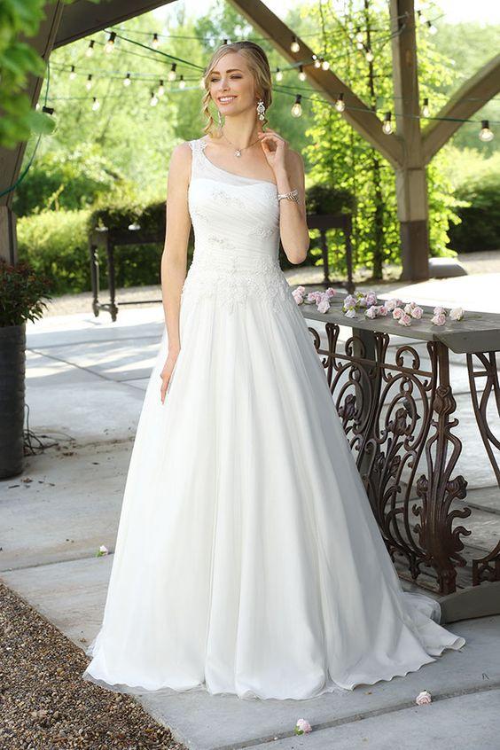 Weitere wunderschöne Brautkleider findet ihr in unserer Galerie: http://goo.gl/7owBLm