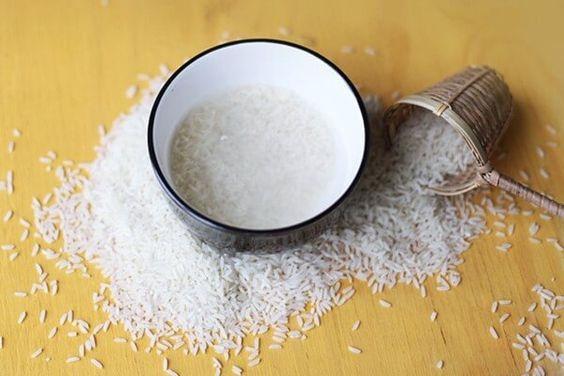 Nước vo gạo giúp hạn chế độc tố ở rau, củ, quả