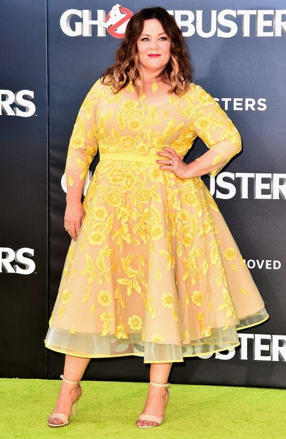 Moda: Famosas derrubam mitos fashion para mulheres curvilíneas