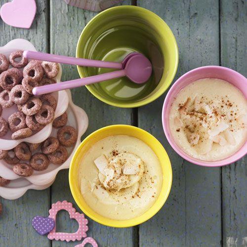 Kokos-Milch-Shake: Kokosmilch, Milch, Bananen, Ananas und etwas Vanillezucker - das sind die Zutaten für diesen exotischen Milchshake.