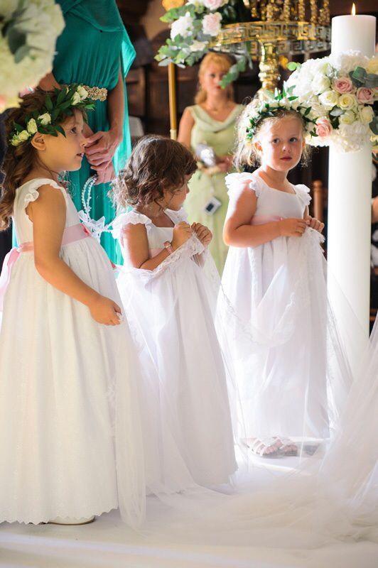 Flower girls Greek orthodox wedding in Santorin - La Maltese - wedding Planer www.prime-Moments.com