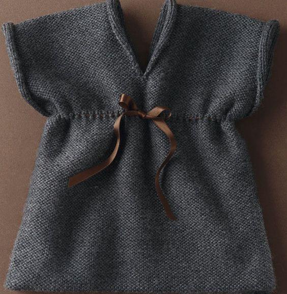 Robe : Une seule pièce, des bords roulottés, un ruban praliné...un vrai clin d'oeil à l'esprit rétro !