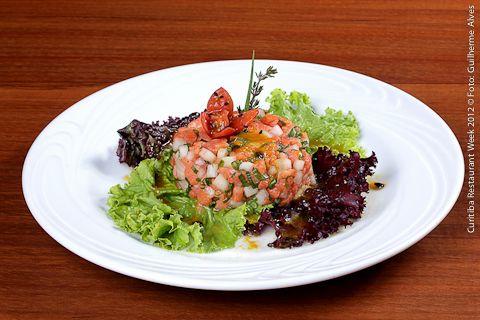Brasserie Quatro Estações - Hotel Mabu (jantar)    Tartar de Salmão e Melão  Cubinhos de salmão e melão acompanhado de mix de folhas verdes