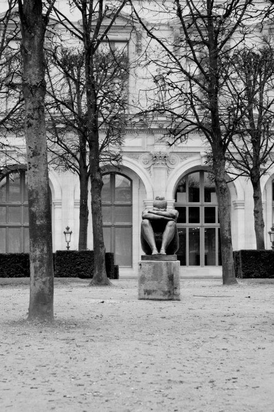 La boudeuse sur son piédestal - Paris, décembre 2014