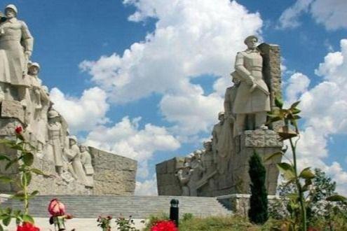 Dunya Az Com Zhukov Brandenburgskie Vorota I Azerbajdzhanskaya Diviziya Natural Landmarks Landmarks Mount Rushmore