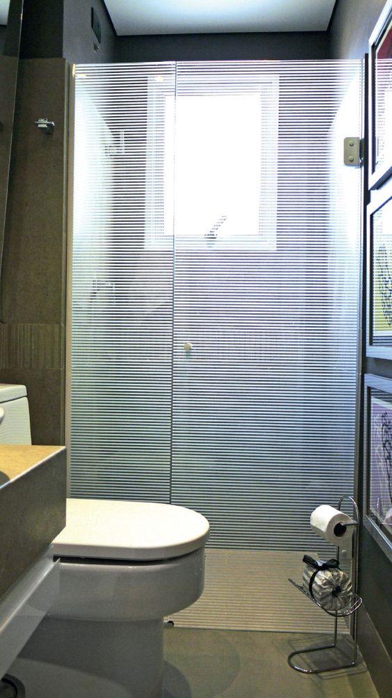 Banheiros pequenos e bem decorados