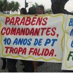 Militares e civís marcham para Brasília em protesto ao Governo do PT