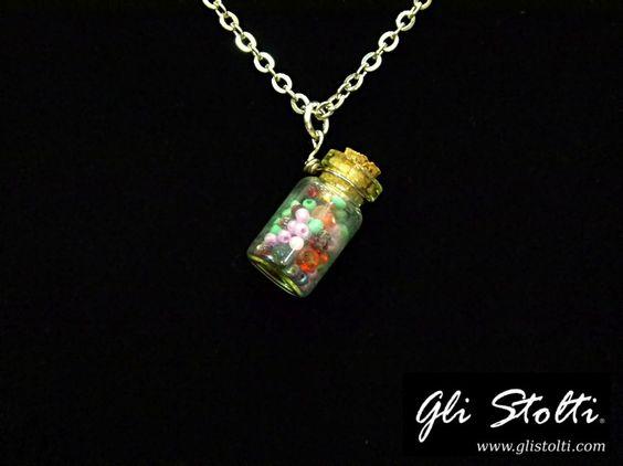 """Ciondolo artigianale messaggio in bottiglia con perline """"Multicolor"""". Vai al link per tutte le info: http://glistolti.shopmania.biz/compra/ciondolo-messaggio-in-bottiglia-multicolor-471 Gli Stolti Original Design. Handmade in Italy. #glistolti #moda #artigianato #madeinitaly #design #stile #roma #rome #shopping #fashion #handmade #style #bijoux"""