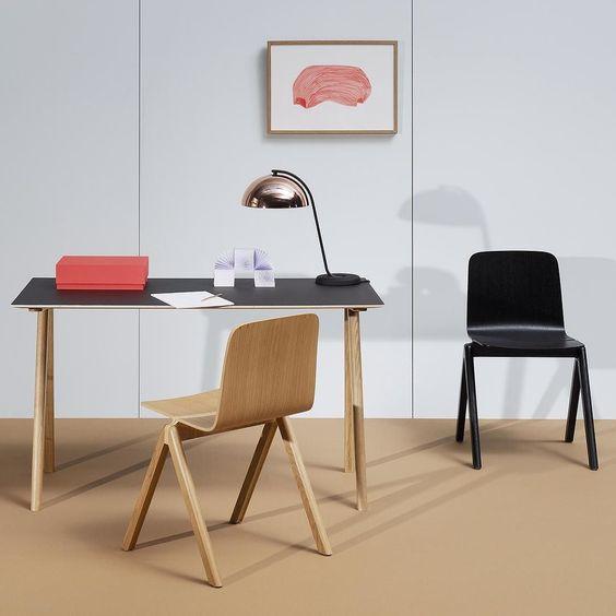 Cadeiras e secretária coleção Copenhague desenhadas por Ronan e Erwan Bouroullec para a Hay no catálogo da QuartoSala - Home Culture #hay #cadeiras #secretarias #homeoffice #bouroullec #casa #scandinaviandesign #madeiras #oak #madeiradecarvalho #furniture #decoração #design #lisbon #lojas #projetos #instadesign #quartosala