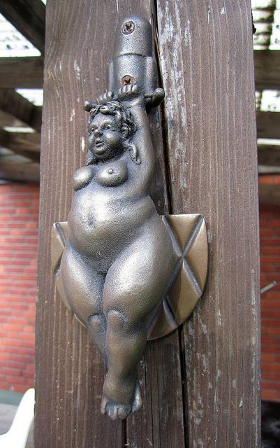 Ssträngnäs - Suècia - This has got to be European - it would be X-rated in the US!!