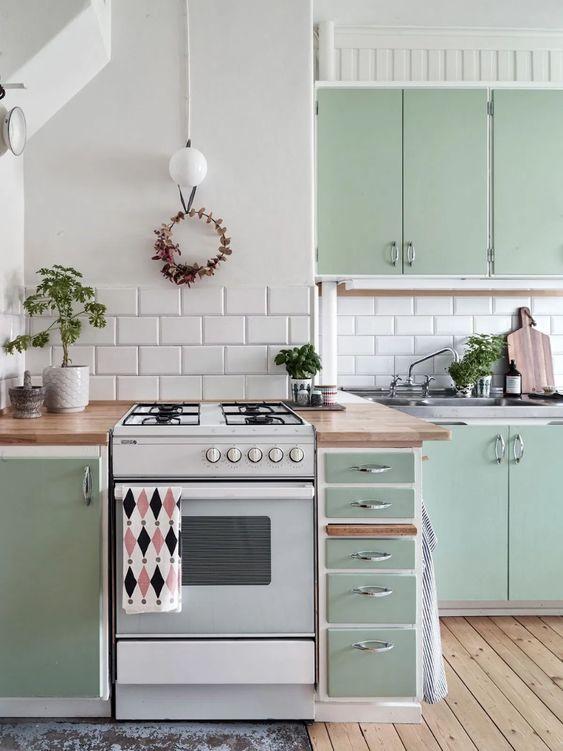 Post: Mudarse a una vivienda antigua de alquiler --> cocina antigua, pisos alquiler, pisos pequeños, pisos viejos, reforma sin obra, vintage, scandinavian, nordic apartment