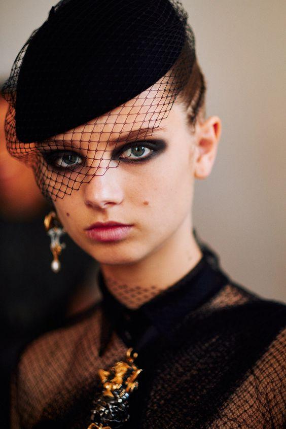 Eye makeup: the smokey eye according to Dior