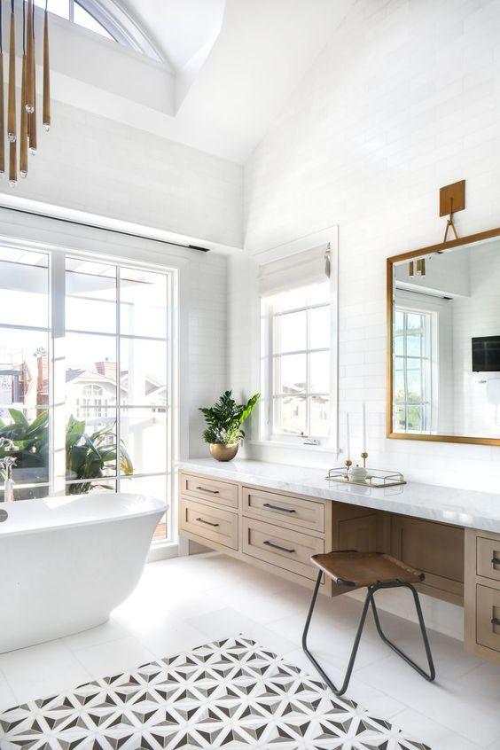 Beautiful bathroom ideas and inspiration - glam wood, black and white bathroom #bathroomdecor