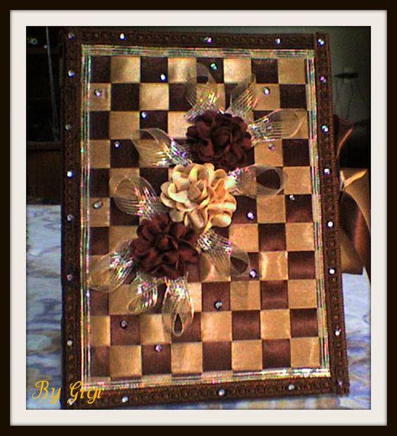 Caderno revestido com fitas de cetim e rosas de sianinhas