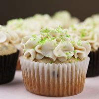 Irish Cream Cupcakes W/ Bailey's Buttercream Frosting by Recipe Girl ...