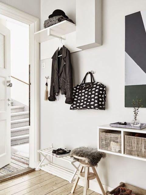 Bien que l'entrée d'une maison ou d'un appartement fasse quasi à coup sur l'effet d'un sas de coupure avec le monde extérieur, le style de cette pièce à part entière varie quant à lui grandement d'une demeure à une autre. www.soodeco.fr