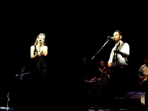 ▶ Jorge Drexler - Toque de Queda (con Leonor Watling), Auditori Barcelona - YouTube