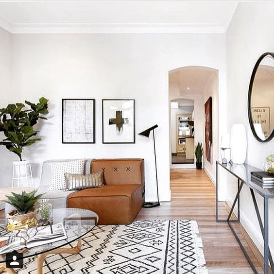 The Hired Home used a Koskela Quadrant Soft in this gorgeous Inner Sydney home. Love how relaxed and easygoing this room feels while still being polished and styled to a T!