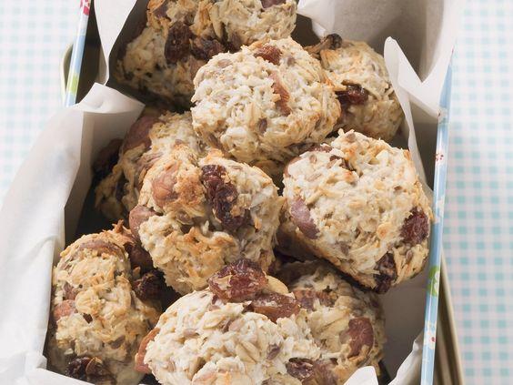 Müslibällchen mit Haselnüssen und Kokosflocken   Zeit: 1 Std.   http://eatsmarter.de/rezepte/mueslibaellchen
