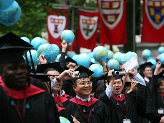 Formandos na Universidade de Harvard: através do Veduca, brasileiros podem ter acesso gratuito às aulas da instituição