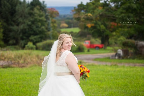Must Have Wedding Photos | Fall Farm Wedding | Colorado Wedding Photographer | Lucy Schultz Photography | Bride Photo Ideas