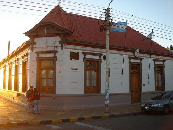 Río Gallegos City Hall. El edificio de la Municipalidad de la ciudad de Río Gallegos, capital de la provincia de Santa Cruz, república Argentina, exponente de la típica arquitectura sureña.
