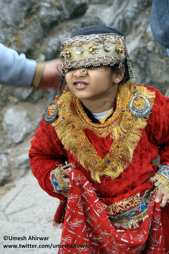 New Kashmiri Girl In Traditional Kashmiri Attire Practices During Their