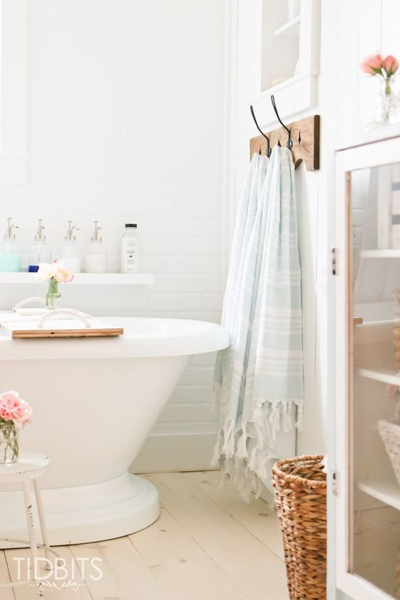 Summer home tour summer towels and everything for Summer bathroom decor