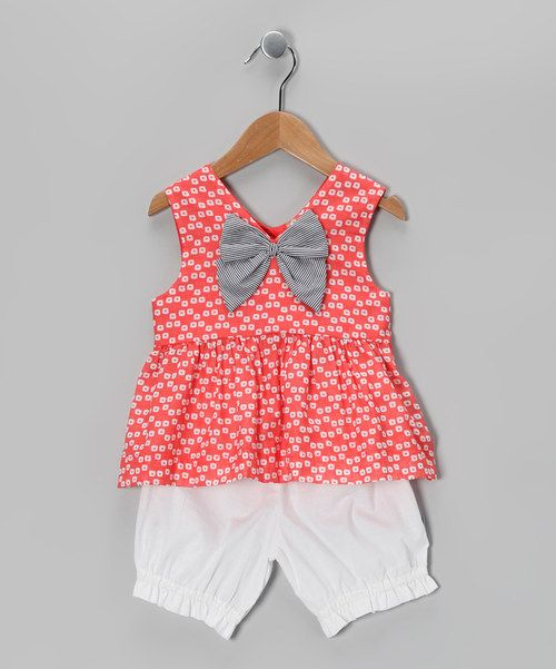 This sweet set has a lot to offer budding style star. From the striped bow on the playfully printed top to the fanciful bloomers layered underneath, this duo boasts a darling look that rises to every fashionable occasion.Includes top and bloomers100% cottonMachine washImported