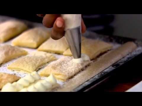 Pan; Mil hojas con blueberry; paletas de parmesano; tarta de higos; pastel de chocolate