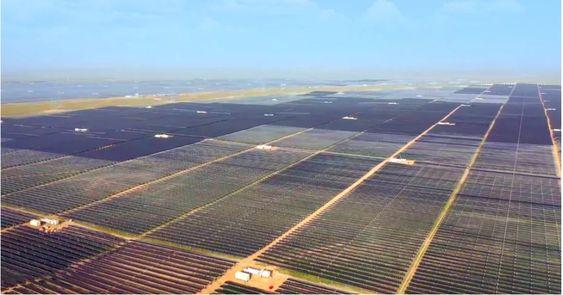 Công viên năng lượng mặt trời ở Thanh Hải, Trung Quốc, công suất 2,2GW