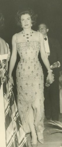 Dolores Sherwood Bosshard wearing lots 511 and 512