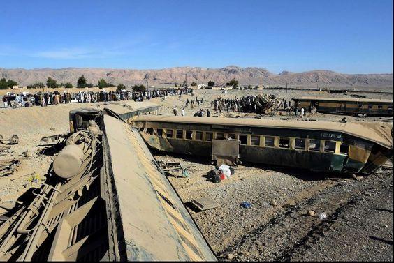 Tren deraiat în Pakistan: cel puțin 12 morți și peste 100 de răniți - http://www.eromania.org/tren-deraiat-in-pakistan-cel-putin-12-morti-si-peste-100-de-raniti/?utm_source=Pinterest&utm_medium=neoagency&utm_campaign=eRomania%2Bfrom%2BeRomania