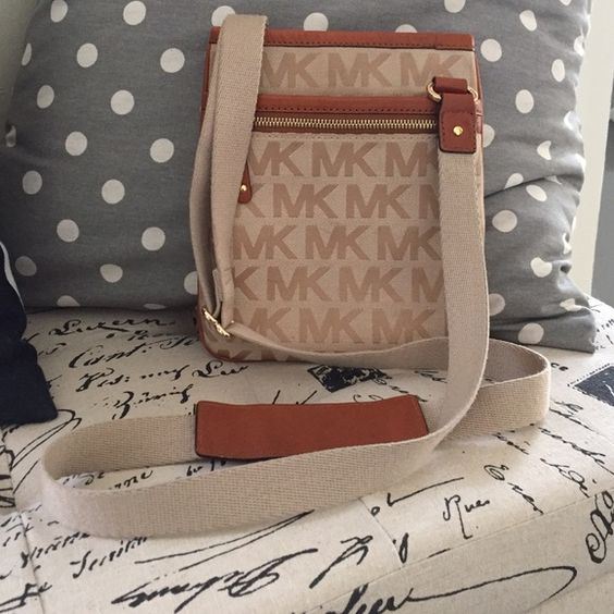 MK Crossbody 7x8.5. Gently worn. The back has some noticeable wear from my jeans. VERY SMALL spot on the back as well. The magnetic button has sign of wear. Overall condition is very good and will look great as you run errands or head out and about! NO TRADES Michael Kors Bags Crossbody Bags
