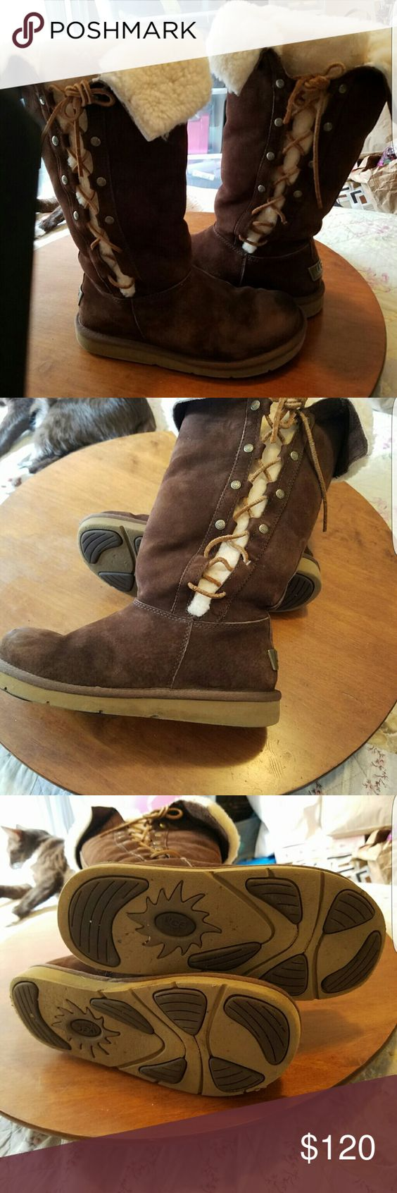 Authentic uggs womens size 7●●●FLASH SALE 100$●●●● Excellent used condition clean UGG Shoes Winter & Rain Boots