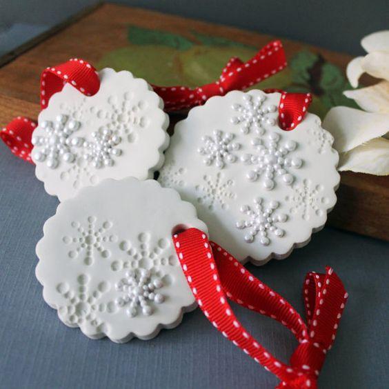 SET of 3 White Snowflake Christmas Ornament di CherryRedToppers