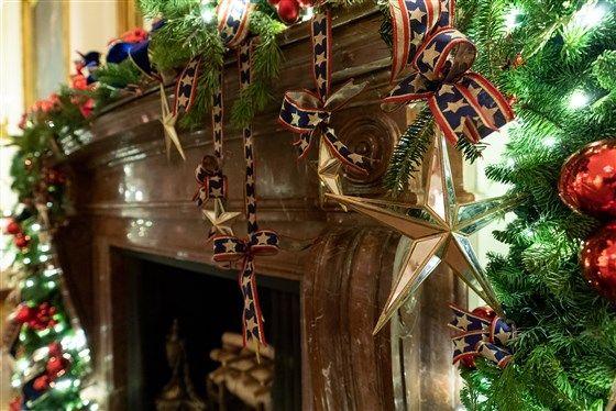 Melania Trump Unveils The 2019 White House Christmas Decorations White House Christmas White House Christmas Decorations White House Christmas Tree