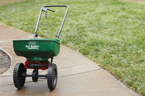 Top 10 Best Walk Behind Salt Spreaders Ice Melt Spreaders In 2020 With Images Turf Builder Scotts Lawn Grass Seed
