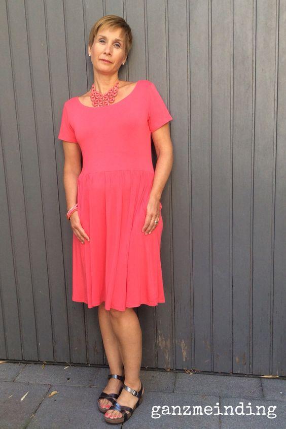 Moneta Dress in Koralle, genäht von ganzmeinding