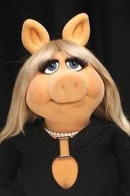 Miss Piggy: Classy girls wear pearls!