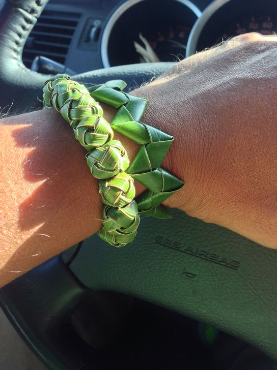 How To Weave Palm Fronds Into A Basket : Woven palm frond bracelets weaving art