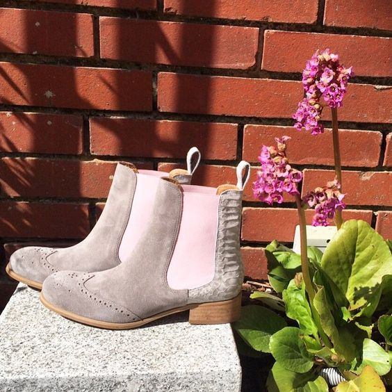 Happy Sunday! ShoeVita Boots in hellgrau & rosa sind der Frühlingstrend 2015. #spring #ShoeVita #YourShoeUniqueAsYou #designyourownshoes #theperfectshoes #custommadeshoes #shoelover #shoeloveistruelove #fashion #outfit #style