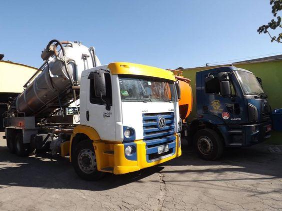 caminhões combinado vácuo e hidrojato, utilizado para desentupimento em redes de esgoto e águas pluviais, sucção de detritos líquidos e pastosos