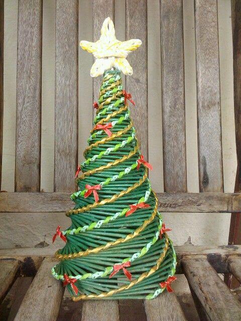 Arbolito de navidad en periodico cesteria en papel - Arbolito de navidad ...