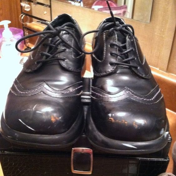 *MAKE OFFER* Dansko Oxford Women's shoes I bought these at an online auction with plans to touch-up the damage to the toe with shoe polish, but they are too small for me.  I'm not sure what previous owner was doing in these because, from the sole, you can tell they're fairly new. I have a pair of these in maroon and they touch up beautifully! Passing the savings onto the next guy! Dansko Shoes