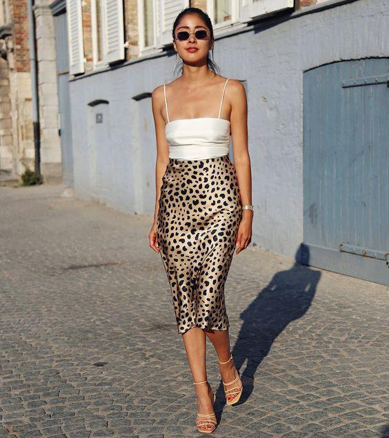 As saias são peças bastante femininas e estão no gosto da maioria das mulheres, pois há vários modelos: longas, curtas, rodadas, com vários tecidos e estampas que atraem muitas adeptas. #modaebeleza #moda #modaoutono/inverno2019 #moda2019 #saiaanimalprint #dicasdemoda #look