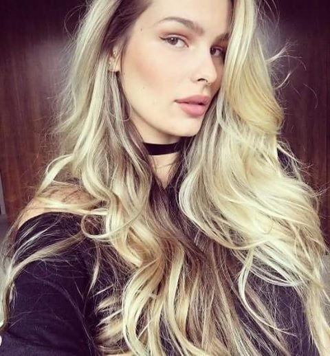 Inspiração para quem ama cabelos loiros e longos...Yasmin Brunet diva! A Sweet Hair tem produtos incríveis para você ter o cabelo dos sonhos. <3 #sweet #sweethair #sweetprofessional #sweethairprofessional #hair #cabelo #beauty #thefirstsweethair