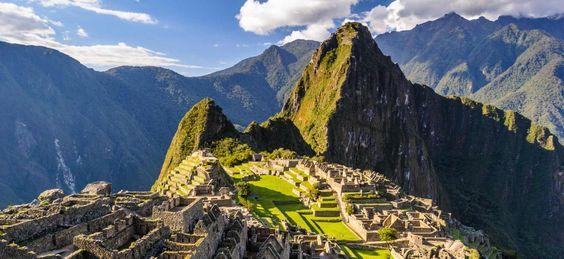 <p>5. PERÚ: País de Amércia del Sur cuyo territorio se divide en diferentes tipos de paisajes: mesetas, valles y altas cumbres. Tiene una gran diversidad biológica. </p>