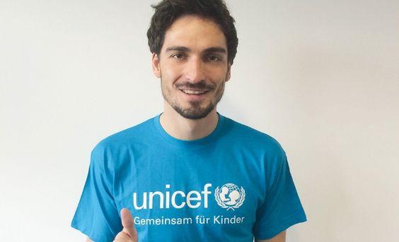 Für UNICEF: Mats Hummels unterstützt UNICEF und die Kinderrechte   © projekt b