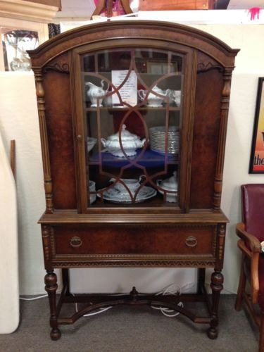Beautiful Antique 1920 S Walnut China Cabinet Curio With